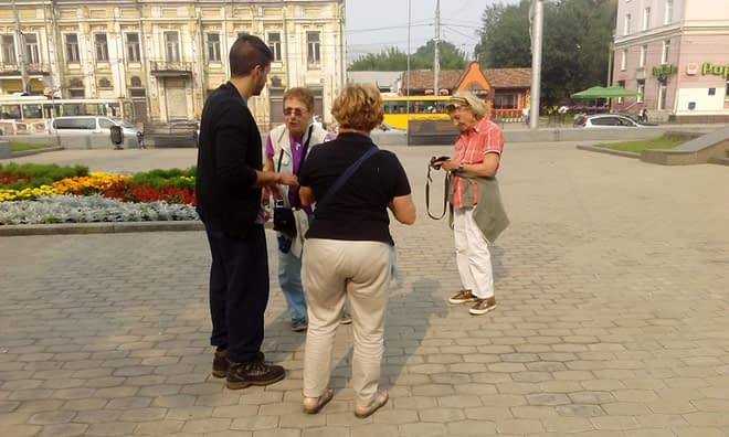 Travelers meet travelers in Irkutsk. Chile and Italy.